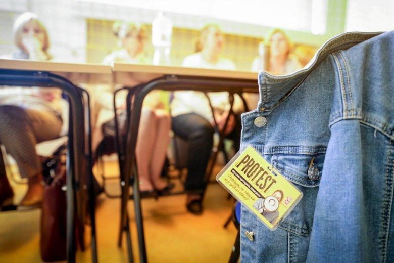 Strajk nauczycieli może kosztować polską gospodarkę nawet 156 mln zł dziennie - twierdzi money.pl.
