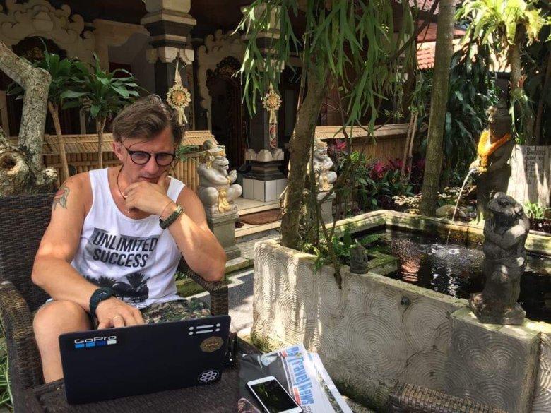 Jacek Kaczyński na Bali jest tzw. digital nomadem. Wystarczy mu laptop, żeby pracować zdalnie z każdego zakątka świata