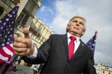 """Władcy świata marionetkami? """"Donald Trump"""" na krakowskim rynku. Politycy swoje, biznes swoje - twierdzą nasi eksperci. Wybór tak naprawdę, ich zdaniem, nie będzie miał wielkiego wpływu na gospodarkę."""