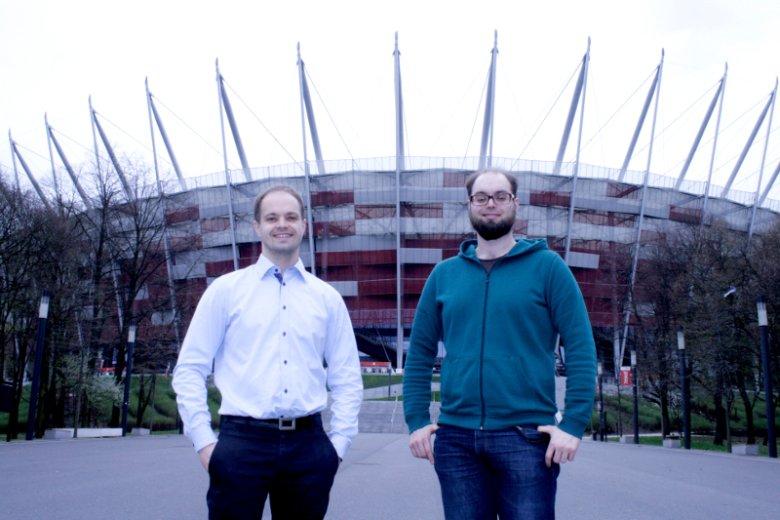 Od lewej Marcin i Jacek Tchórzewscy, założyciele Coders Lab, szkoły programowania, która ma siedzibę na Stadionie Narodowym w Warszawie.