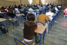 NIK opublikowała druzgocący raport o niepublicznych szkołach dla dorosłych. Naukę kończy tylko co piąta osoba a do matury podchodzi co pięćdziesiąta
