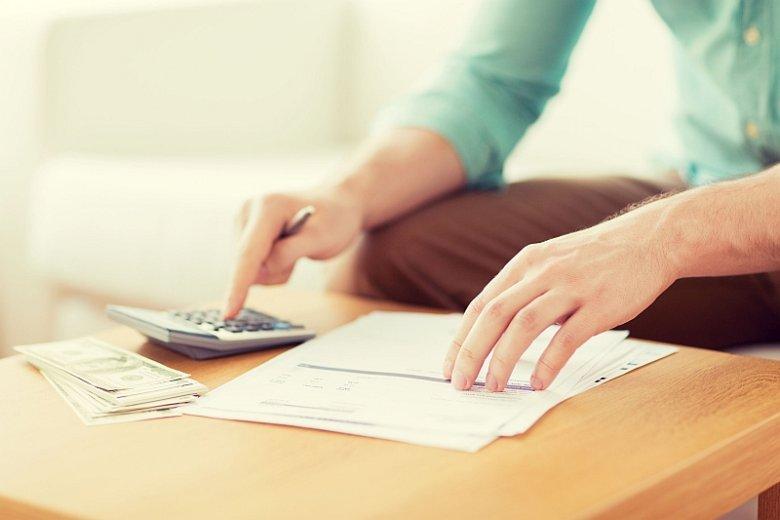 Wskaźnik RRSO, czyli rzeczywista roczna stopa oprocentowania, określa całkowity koszt pożyczki, jaki musi ponieść konsument. Dzięki niemu można stosunkowo łatwo porównać oferty firm pożyczkowych