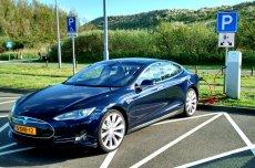 Tesla S. Takim modelem jeździ twórca pierwszej wypożyczalni aut elektrycznych w Polsce.