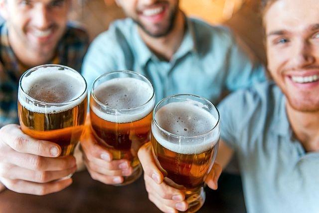 Czy koncerny robią piwo bez chmielu? Nie, ale mają na sumieniu dużo innych grzeszków