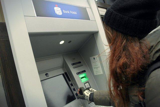Informacje, które można zdobyć na nasz temat za pomocą karty płatniczej są dużo bardziej poufne od tych, które zostawiamy na Facebooku - przekonuje Kosiński