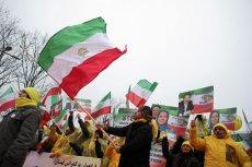 """W Iranie trwa aktualnie niemal całkowita blokada internetu. Na zdjęciu protest irańskich środowisk prodemokratycznych w czasie """"Spotkania ws pokoju na Bliskim Wschodzie"""", które odbyło się w lutym w Polsce."""