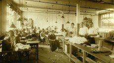 Niecały wiek temu Henry Ford wprowadził w swojej fabryce 5-dniowy dzień pracy. Za jego przykładem szybko poszły inne firmy. Od tego czasu prawie nic się nie zmieniło.