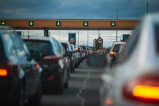 Decyzją, która ma pomóc w sprawniejszym odprawianiu pojazdów na bramkach jest...podniesienie cen.