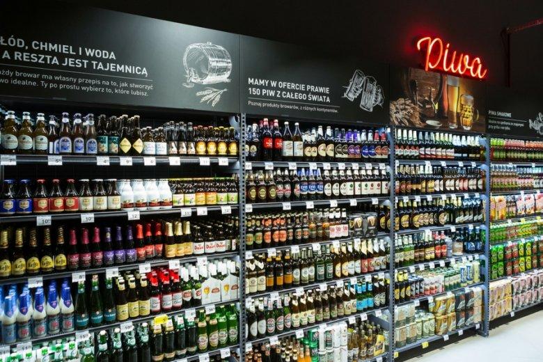 W sklepie rozbudowano m.in. dział ze zdrową żywnością i alkoholami, szczególnie piwem.