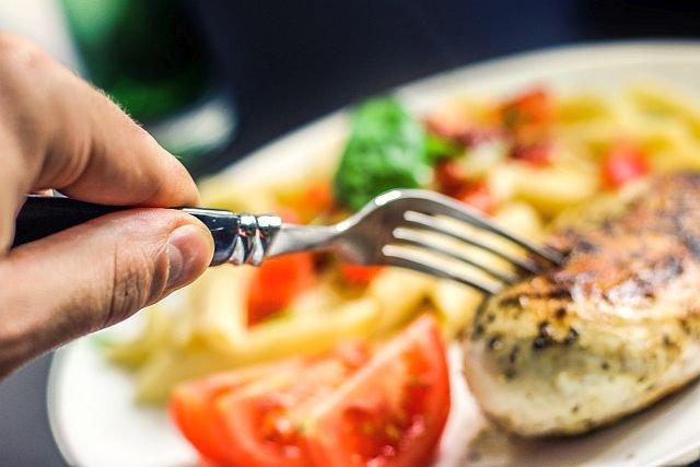 Krakowski bar bez skrępowania wrzuca na swój fanpage cudze zdjęcia potraw jako własne