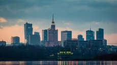 Czynsze w Warszawie mają zbliżoną wysokość do tych berlińskich. Tymczasem Berlin zamraża czynsze na następne pięć lat, w tym kierunku spoglądają też inne duże miasta. Czy to dobry pomysł dla Warszawy?