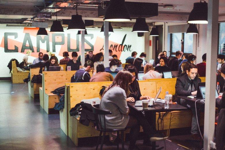 Wnętrza londyńskiego Campusu. Jak będą wyglądać wnętrza warszawskiego oddziału, przekonamy się już niebawem.
