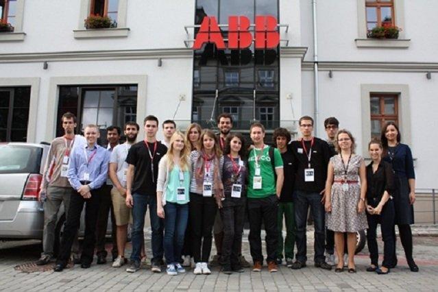 Młodzi ludzie i studenci to koło napędowe ABB.