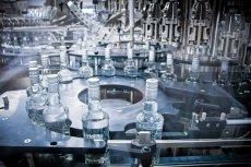 Polacy wcale tak dużo nie piją. Wszystko przez błąd w statystykach producenta wódki.