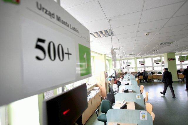 Dla 46 000 dzieci program 500+ zmieni się w 400+. PiS planuje zmiany w sztandarowym programie socjalnym
