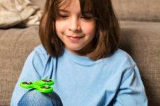 Fidget spinner ma jakoby łagodzić skutki nerwic i ADHD.