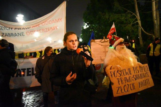 Czy to spór o dziennikarzy ma być warty spadku PKB? Nie wiem o jakiej rewolucji mówi prezes Kaczyński - komentuje nasz ekspert