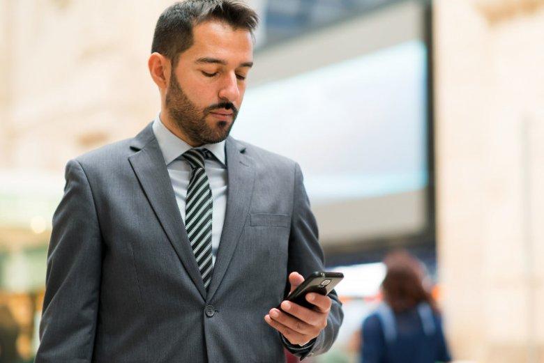 Coraz więcej firm korzysta z mobilnego internetu, ponieważ dziś sporo zadań realizuje się poza biurem - na mieście czy podczas podróży w delegacji