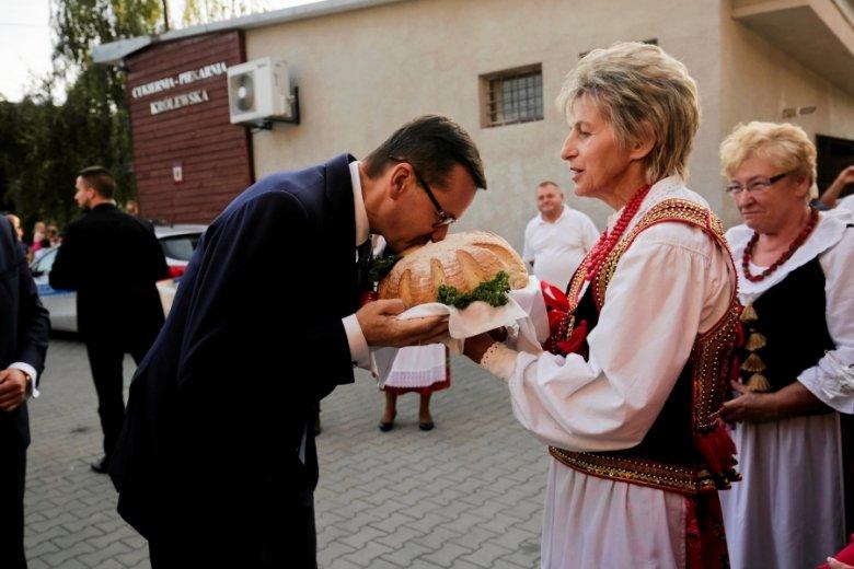 """Mateusz Morawiecki już w kwietniu zapowiedział powstanie Funduszu Dróg Samorządowych. Ustawy jednak nie konsultowano, bo dotyczyła """"pilnej kwestii""""."""