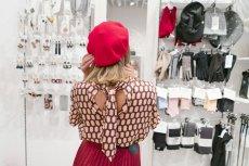 Wardrobing jest zjawiskiem, z którym zmagają się również polskie sklepy odzieżowe.