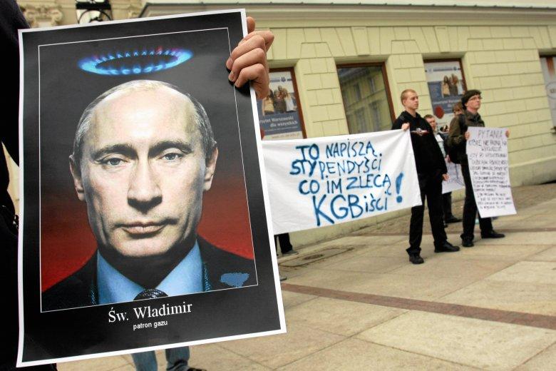 Happening studentów przed wykładem zastępcy prezesa Gazpromu Aleksandra Miedwiediewa na UW
