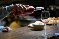 Wystarczą trzy kieliszki wina lub drinki dziennie, by znacznie zwiększyć ryzyko zachorowania na raka wątroby