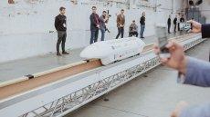 Hyper Polska zaprezentowała swoją autorską innowację - kolej magnetyczną magrail, która potrafi lewitować nad torami i docelowo osiągać nawet 415 km/h.