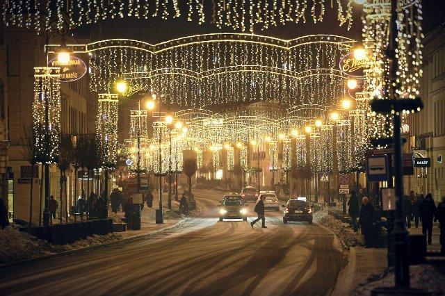 Święta Bożego Narodzenia za pasem, na ulicach zaczynają się pojawiać świąteczne ozdoby, a sklepy, jak co roku, grają figurą Mikołaja, by skłonić nas do wydawania pieniędzy już w listopadzie