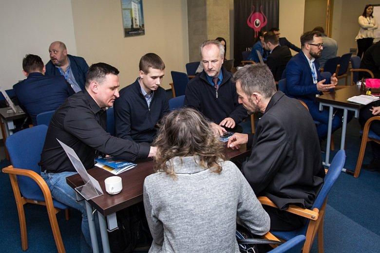 Biorące udział w programie start-upy uczestniczyły w ramach konferencji Demo Day Industry Lab 2018 w sesji Speed Dating, bezpośrednich rozmowach z potencjalnymi klientami i inwestorami