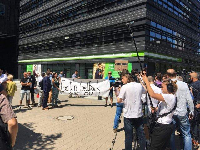 Jedna z demonstracji przed siedzibami Idea Bank i Getin Bank