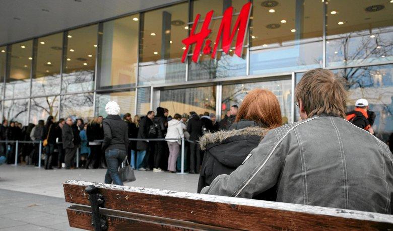 Akcje szwedzkiego giganta modowego H&M są na najniższym poziomie od wielu lat.
