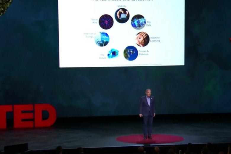 Blockchain porusza wszystkie umysły. Kanadyjski guru biznesu, Don Tapscott, tłumaczy znaczenie technologii blockchain podczas konferencji TEDx.