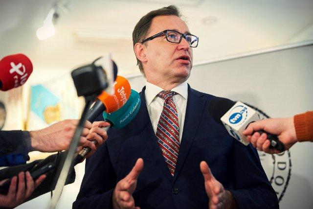 Prezes IPN Jarosław Szarek tylko w 2017 roku dostał dodatkowo niemal 70 tys. złotych