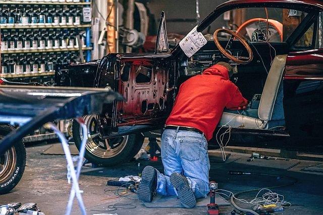 Urzędniczki, które próbowały ukarać pomocnego mechanika, wcześniej dostały nagrodę za pomoc przedsiębiorcom