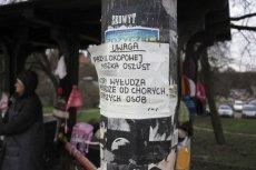 Zamiast wywieszać ogłoszenia na słupie, Polacy wolą napisać list do skarbówki