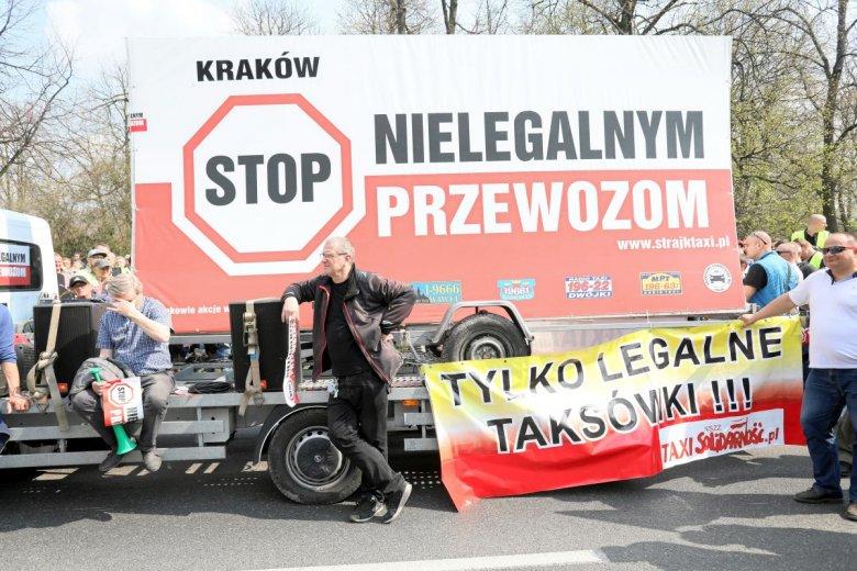 Protesty nie przysporzyły taksówkarzom wielbicieli wśród mieszkańców miasta