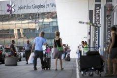 Umowa na wynajem sklepów bezcłowych na Okęciu okazuje się nie mieć ważnej klauzuli. W kontrakcie z najemcą powierzchni handlowej na Lotnisku Chopina, firmą Baltona, nie ma zapisu umożliwiającego wypowiedzenie umowy.