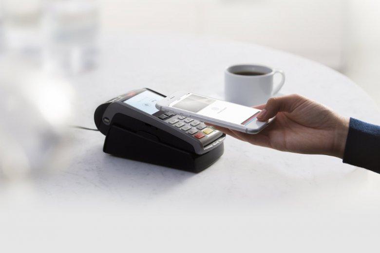 Apple Pay to usługa mobilnych mobilności, która pozwala użytkownikom dokonywać płatności za pomocą urządzeń iPhone, Apple Watch, iPad oraz Mac. W Polsce mogą z niej korzystać klienci m.in. BGŻ BNP Paribas