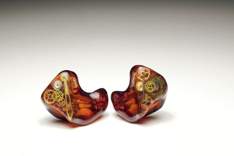Przykładowy model słuchawek Custom Art