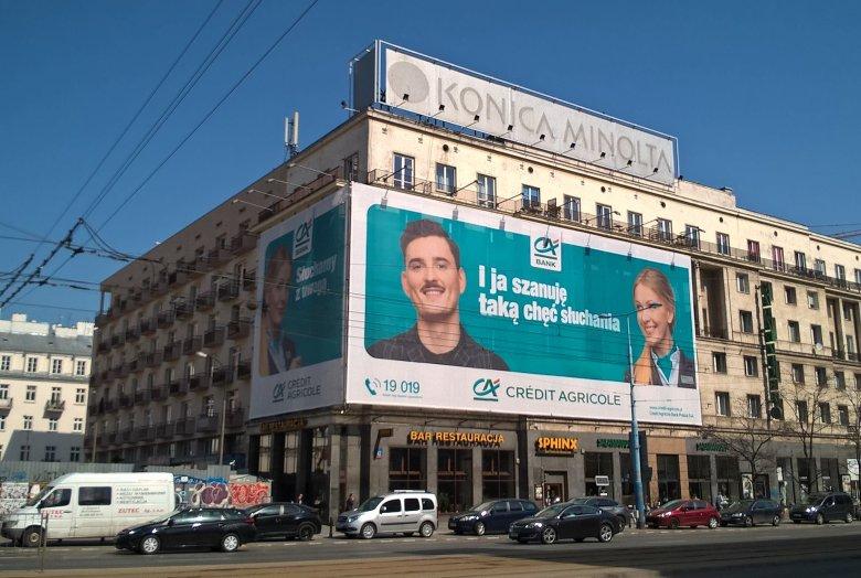 W centrum Warszawy zawisła reklama banku Credit Agricole. Warszawski urzędnik uważa, że znalazła się tam niezgodnie z obowiązującymi przepisami.
