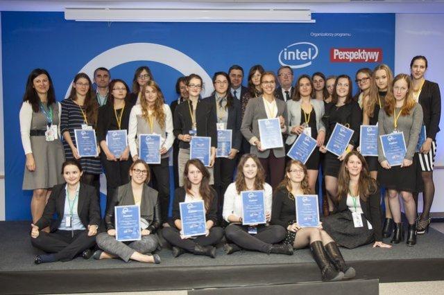 """""""Nowe technologie dla dziewczyn"""" to pierwszy w Polsce program stypendialny przeznaczony wyłącznie dla młodych kobiet, które interesują się obszarem ICT."""