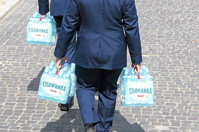 Producent Cisowanki odcina się od agencji, która żądała usunięcia tekstów o bojkocie tej wody