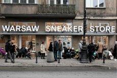 Kolejka przed jednym ze sklepów, w których odbywają się premiery nowych butów marki Yeezy.