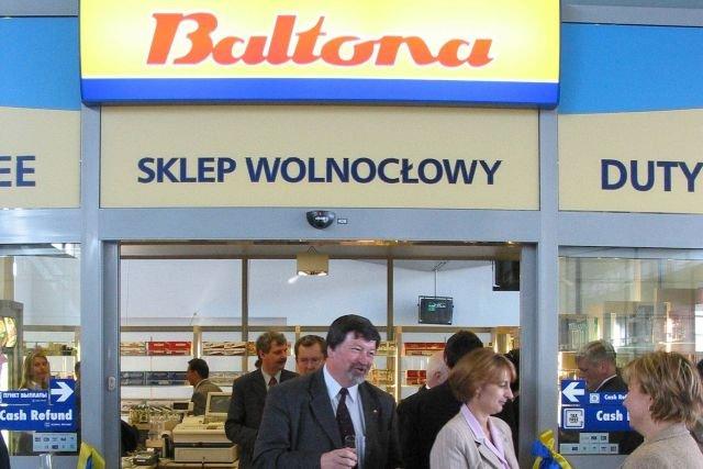 Sklep wolnocłowy Baltony na poznańskim lotnisku Ławica, rok 1993