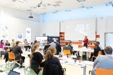 Procter & Gamble jest jednym z najbardziej cenionych pracodawców w Polsce. Firma zatrudnia ponad 3800 osób w 7 jednostkach biznesowych. Filozofia firmy oparta jest na promocji od wewnątrz, tworząc wszystkim pracownikom równe szanse rozwoju i kariery.