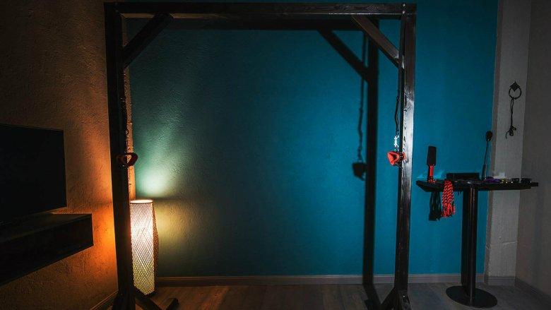 Największą popularnością cieszy się pokój Christiana Greya, gdzie światło jest przytłumione