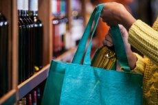 Inspekcja pracy z Olsztyna bada, kto właściwie był w sklepie Promil w niedzielę z zakazem handlu: tylko właścicielka, czy również ekspedientka.