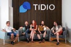 Zespół Tidio, jak przystało na prawdziwych informatyków, nie przepada za butami i w biurze chodzi w kapciach.