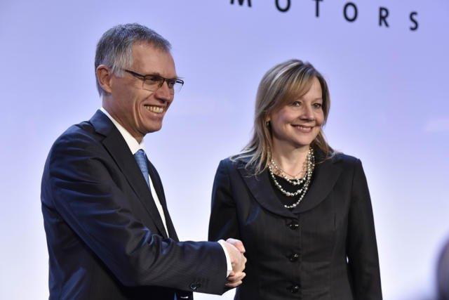 Mary Barra (GM) i Carlos Tavares (PSA) po podpisaniu umowy potwierdzającej przejęcie marki Opel przez Grupę PSA.