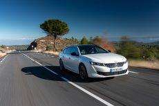 Peugeot 508 SW łączy przestronność kombi ze sportowym charakterem coupe. Kierowcy docenią futurystyczny kokpit i-COCKPIT oraz szereg technologii pokładowych i systemów wspomagania jazdy m.in. Night Vision i Pack Drive Assist Plus